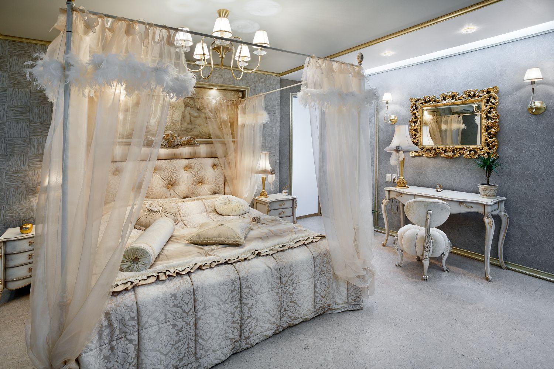 Дизайн интерьера спальни с балдахином в классическом стиле