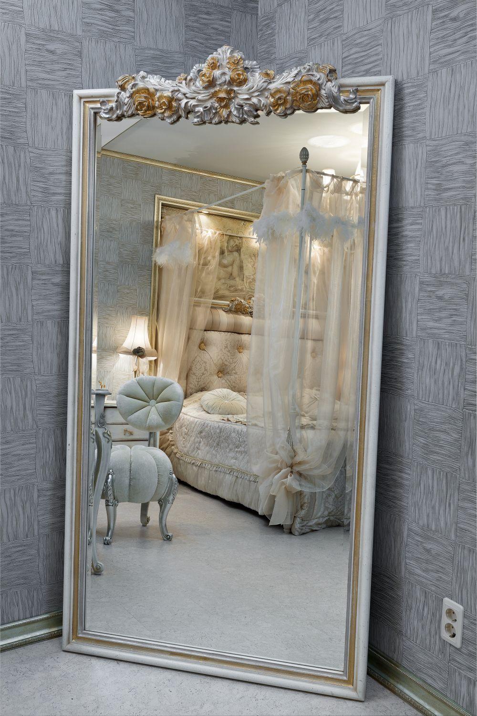 Дизайн интерьера спальни с напольным зеркалом