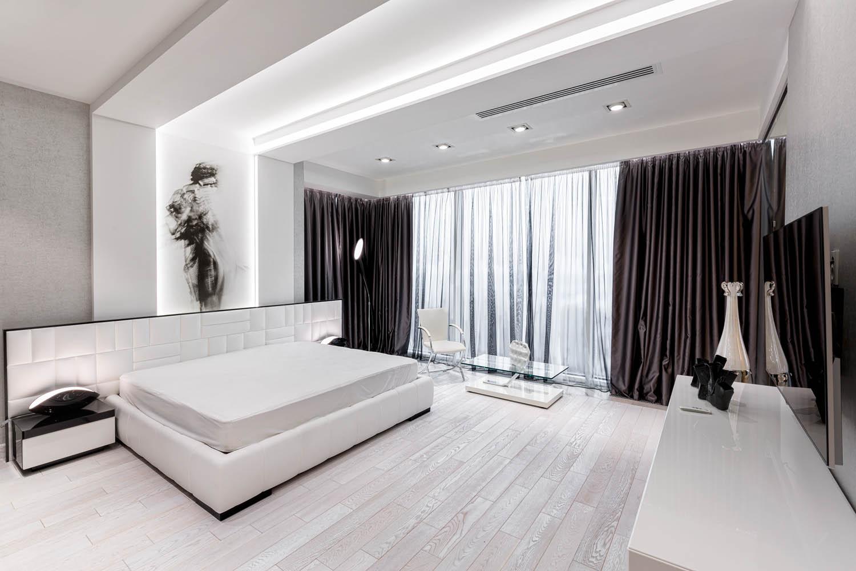 Дизайн интерьера спальни с остеклением до пола