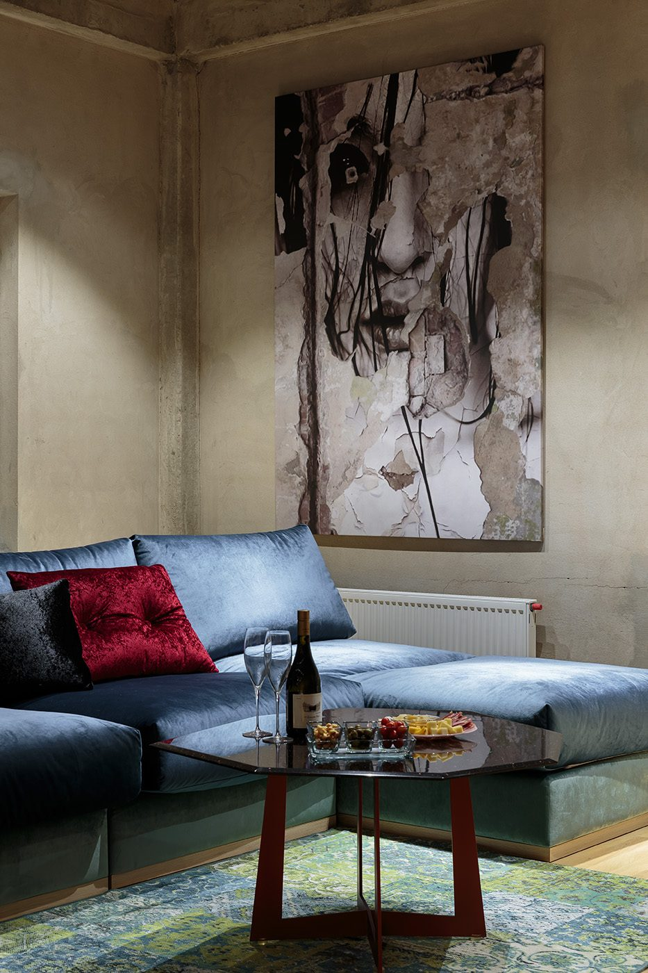 Дизайн и производство стола для гостиной из металла и стекла