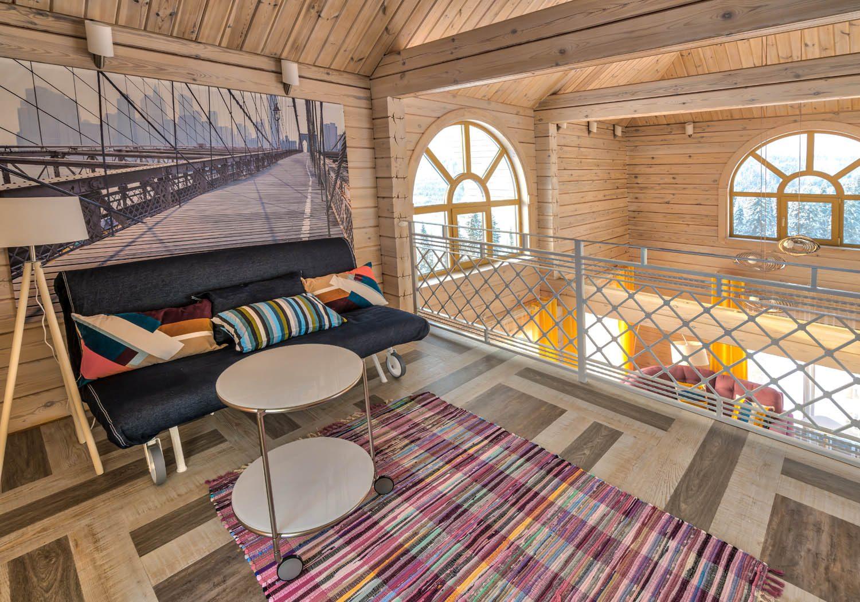 Дизайн интерьера гостиной в деревянном доме из бруса