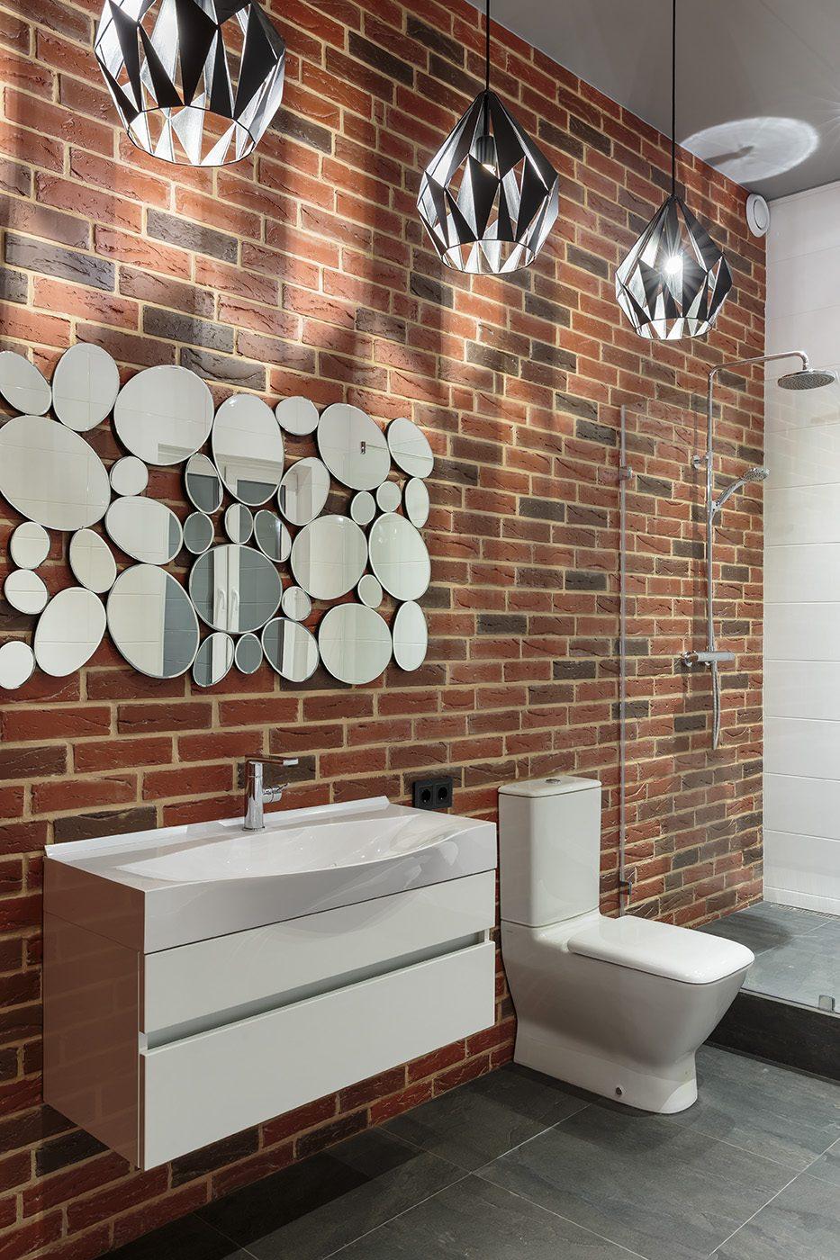 Дизайн интерьера ванной с облицовкой под кирпич