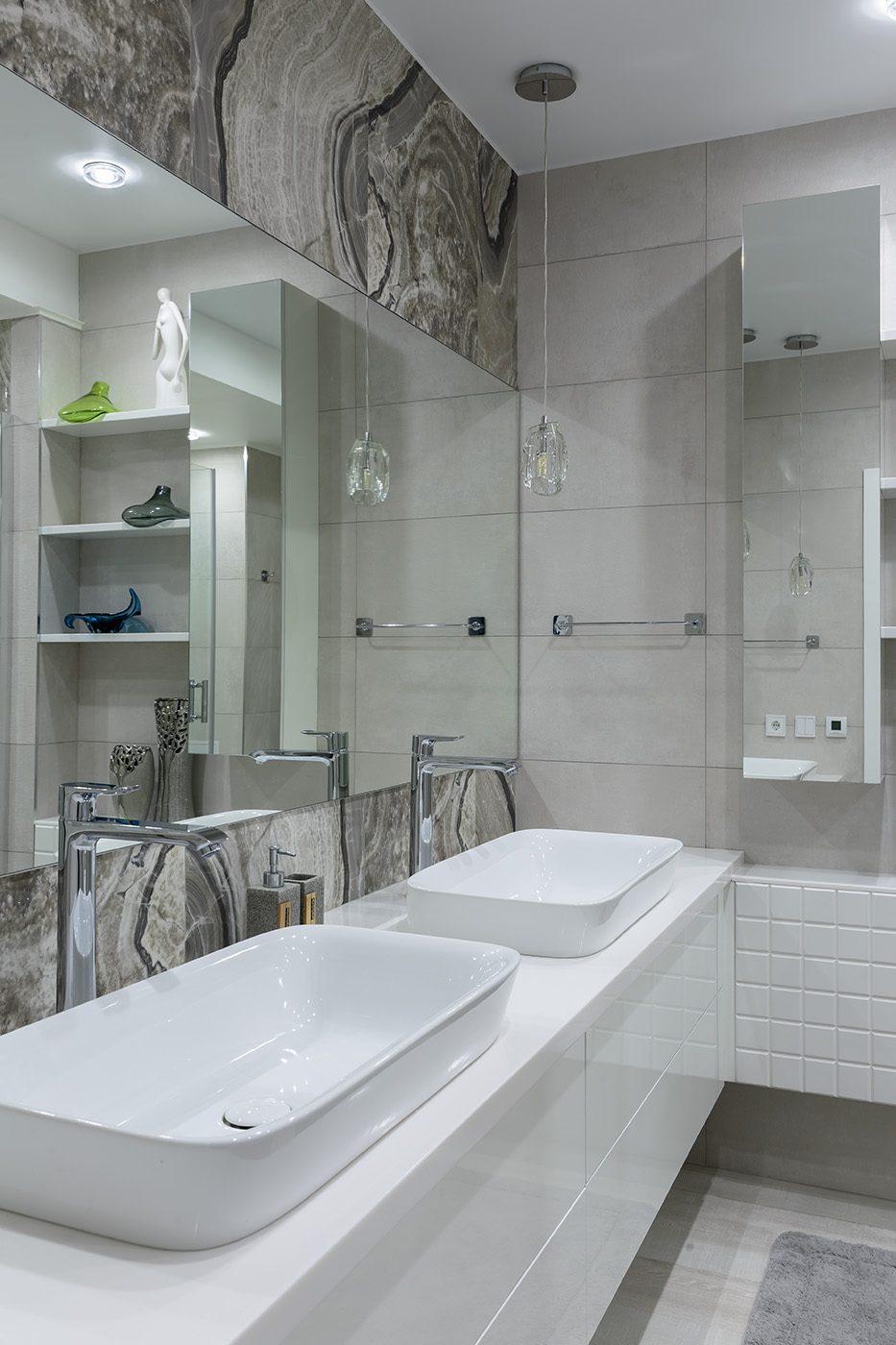 Дизайн интерьера ванной комнаты с двумя раковинами