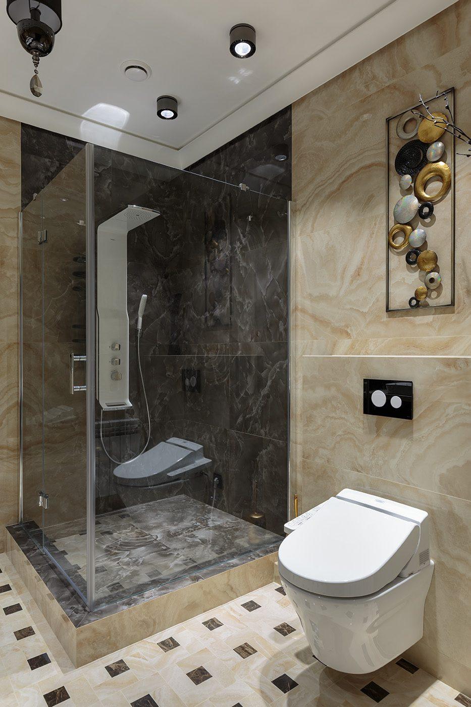 Дизайн ванной комнаты с отделкой под мрамор