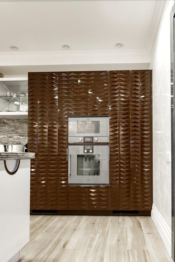 Реализованный интерьер загородного дома. Дизайн мебели на кухне